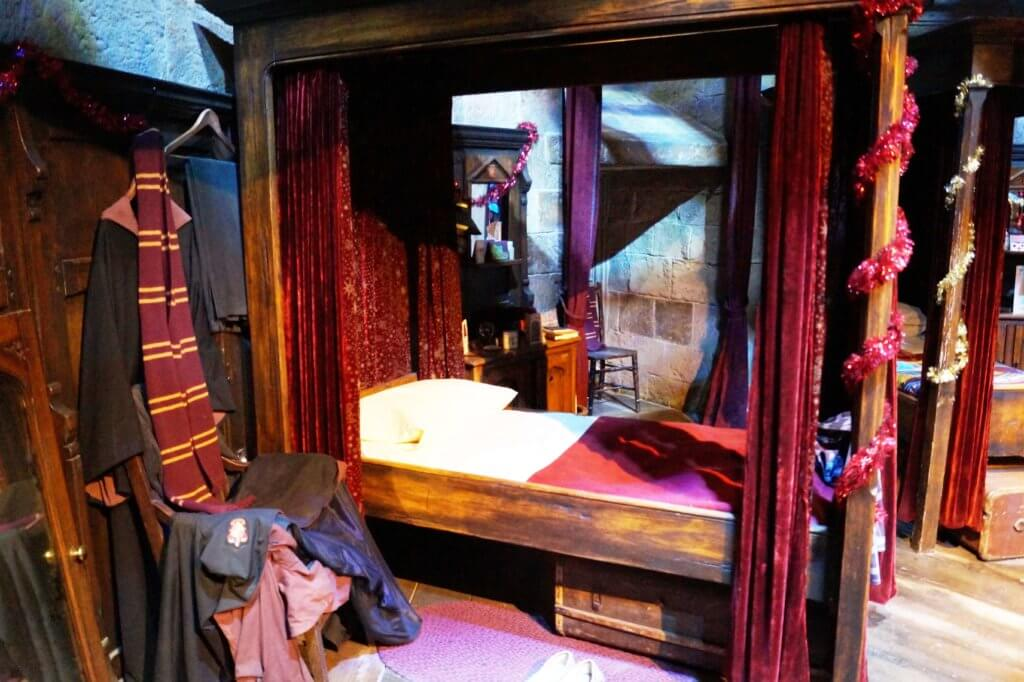 london-harry-potter-griffindor-schlafsaal-tantedine