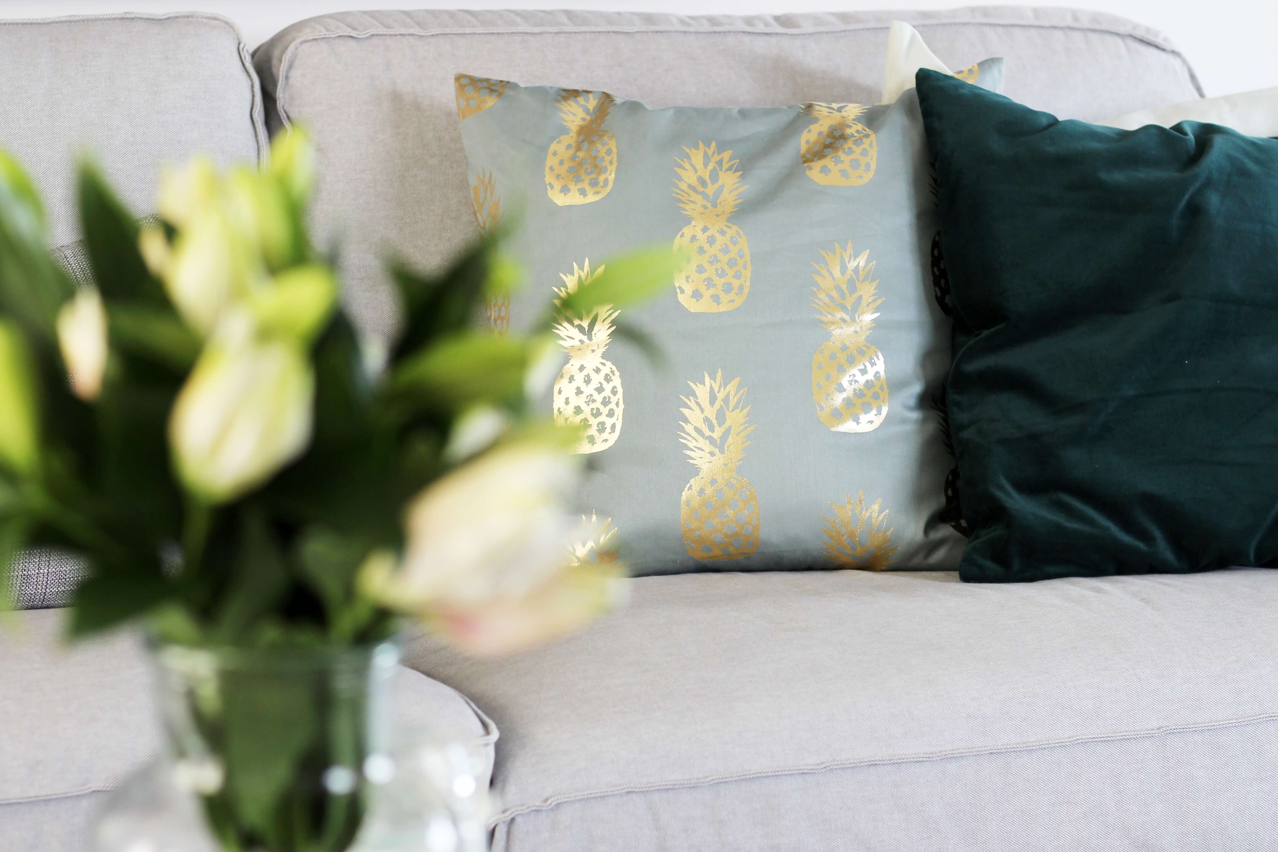 Kissen Wohnzimmer Deko ~ Unsere wohnzimmer deko in gruen gold tantedine 003