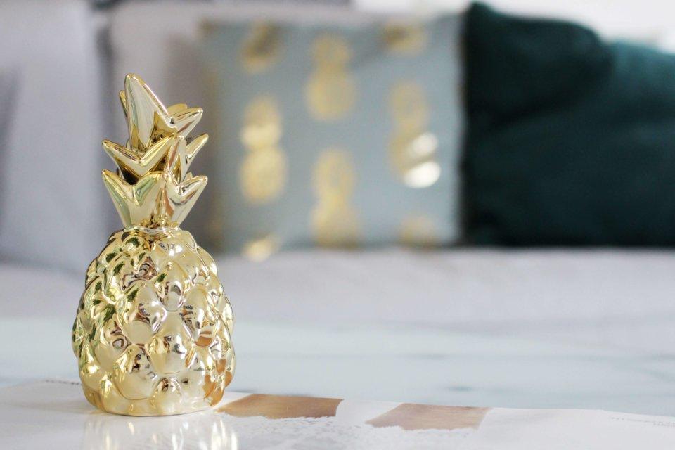 unsere neue wohnzimmer deko in gr n gold tantedine. Black Bedroom Furniture Sets. Home Design Ideas