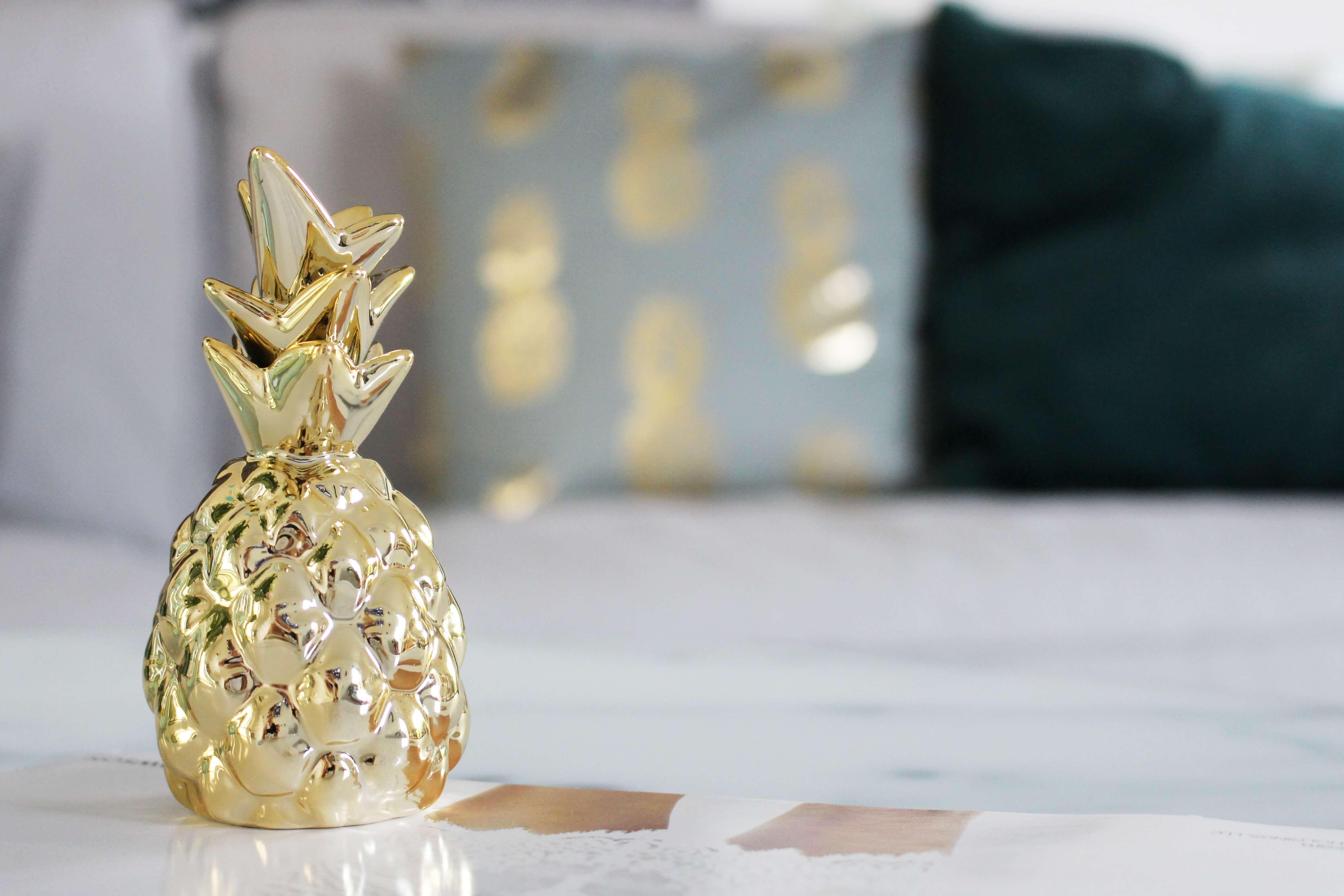unsere neue wohnzimmer deko in grün & gold | tantedine - Wohnzimmer Deko Gold
