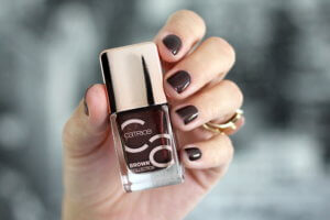 Summer Glow Make up mit Catrice Nagellack Brown Collection tantedine