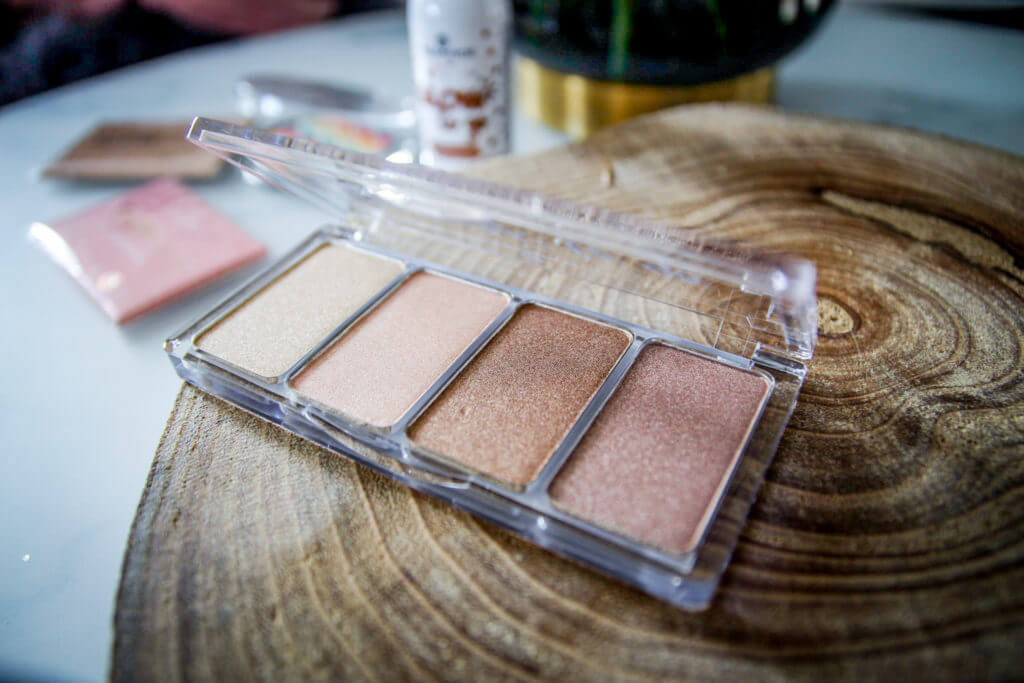 essence Update Frühling Sommer 2018 Highlighter Glow to go Mermaid tantedine