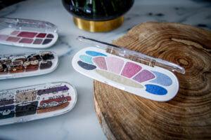 essence Update Frühling Sommer 2018 Highlighter Glow to go Mermaid Eyeshadow Boxes tantedine