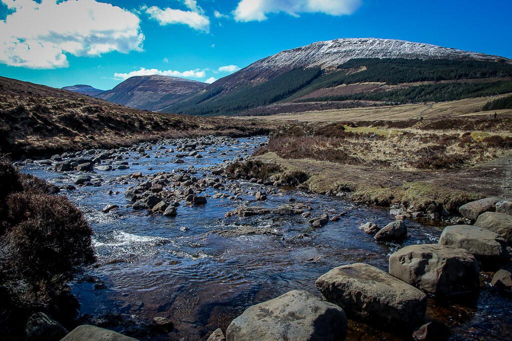 Isle of Skye Schottland Sehenswürdigkeiten Fairy Pools tantedine