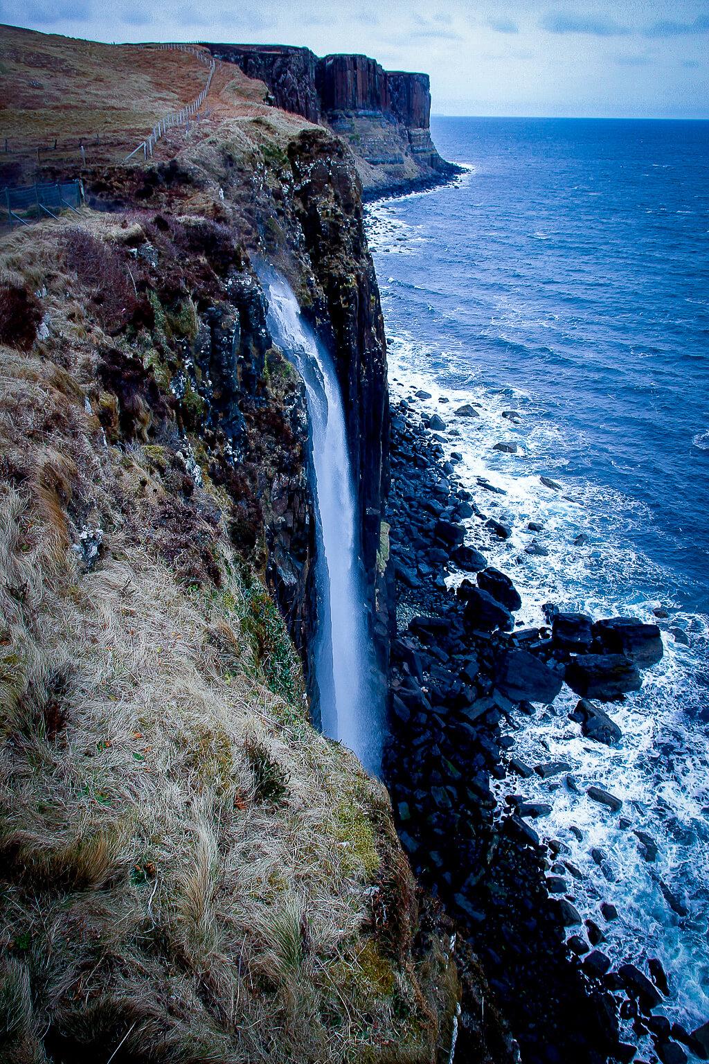 Isle of Skye Schottland Sehenswürdigkeiten Kilt Rock Waterfall Highlands tantedine