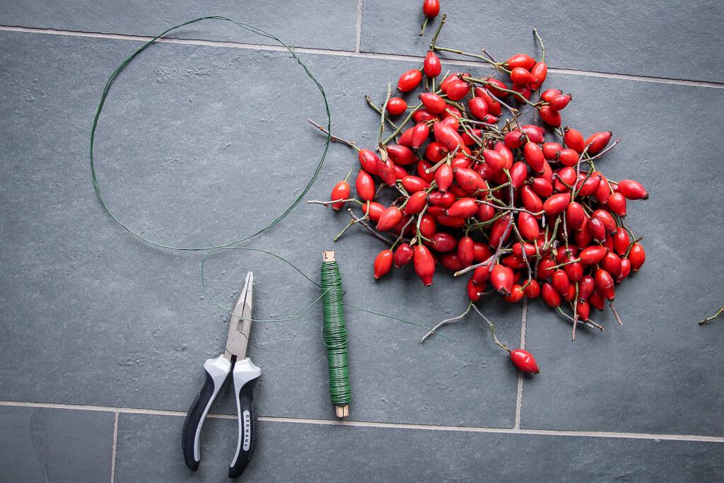 Hagebuttenkranz DIY Herbstdeko selbermachen tantedine
